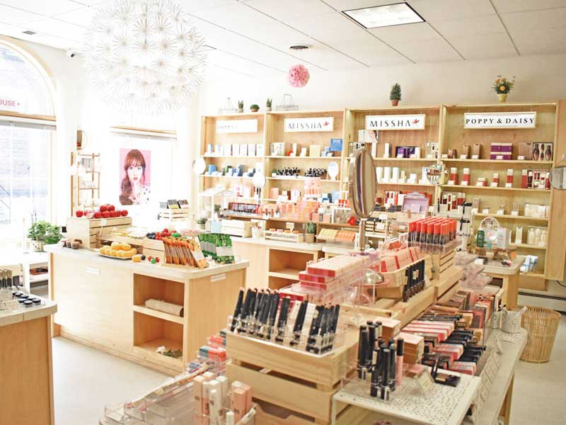 trang trí nội thất cửa hàng mỹ phẩm
