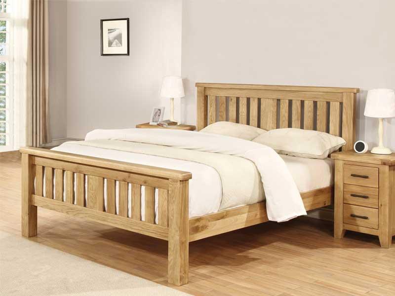 Giường ngủ được làm từ gỗ solid