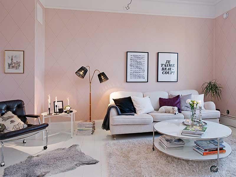 Màu hồng pastel kết hợp với đồ nội thất sáng bóng