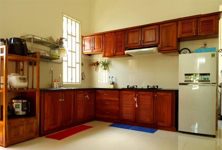 Mẫu tủ bếp làm bằng gỗ