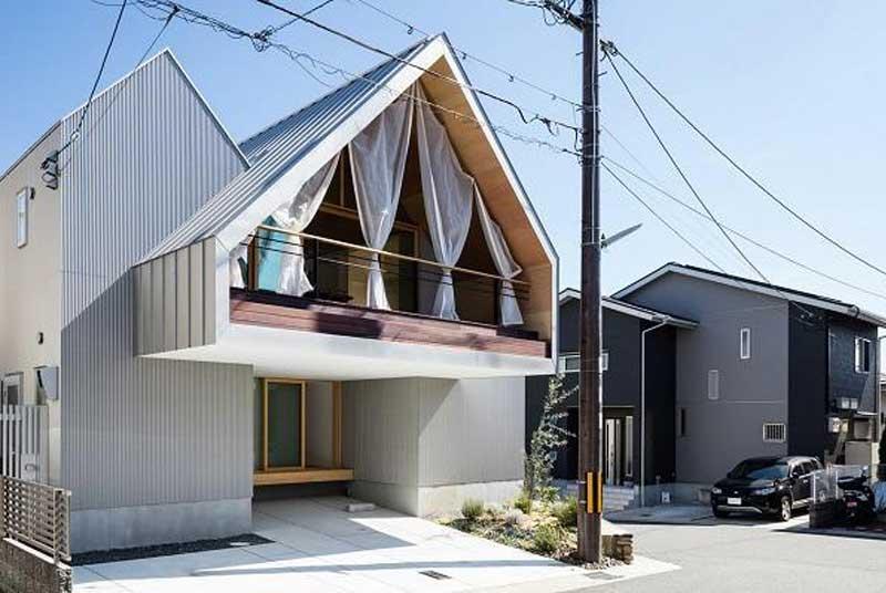 nhà gỗ mái thái ở nông thôn